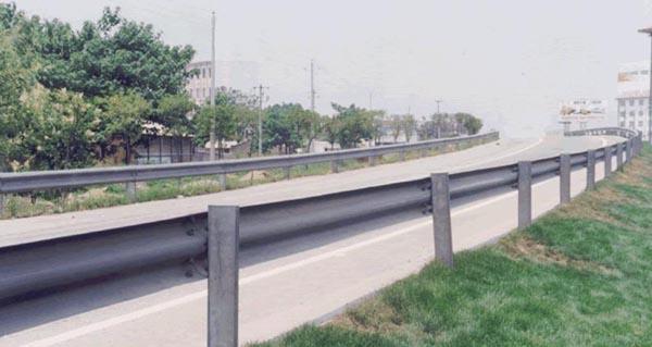 高速公sihu栏