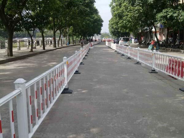 乌lumu齐tian山区棚hu区gai造项目一标段道路隔离带